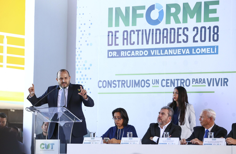 Doctor Ricardo Villanueva Lomelí, haciendo uso de la palabra durante su informe de actividades