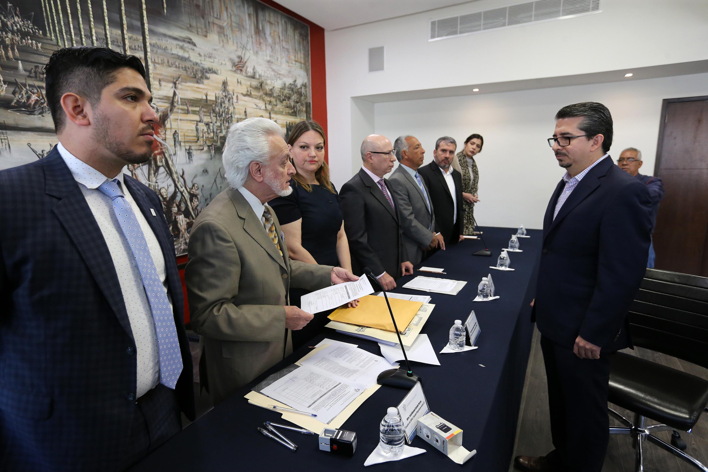 Jurado Parres habla con Alberto Castellanos con todos los integrantes de la Comision Electoral