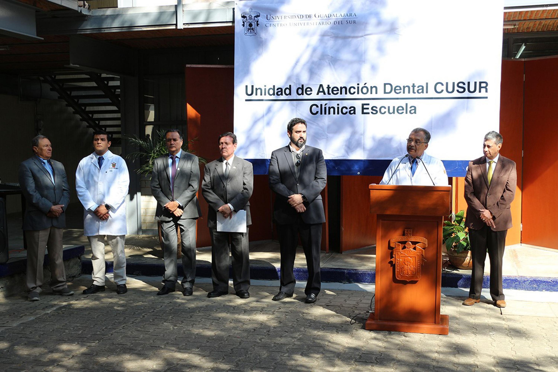 Doctor Alfonso Barajas Martínez, Jefe del Departamento de Promoción, Preservación y Desarrollo de a Salud; en podium del evento, haciendo uso de la palabra, durante acto inagural.