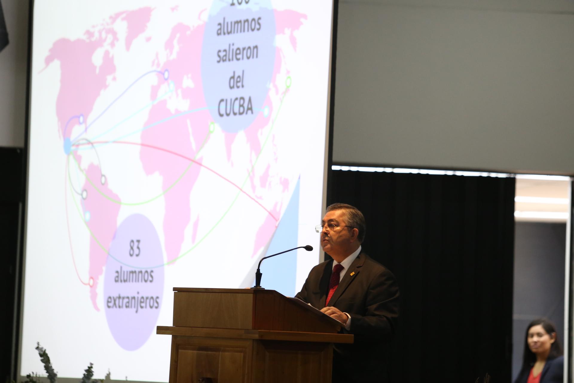 Doctor Carlos Beas Zárate, Rector del CUCBA, durante su informe de actividades 2018, en el auditorio Doctora Luz María Villarreal de Puga.