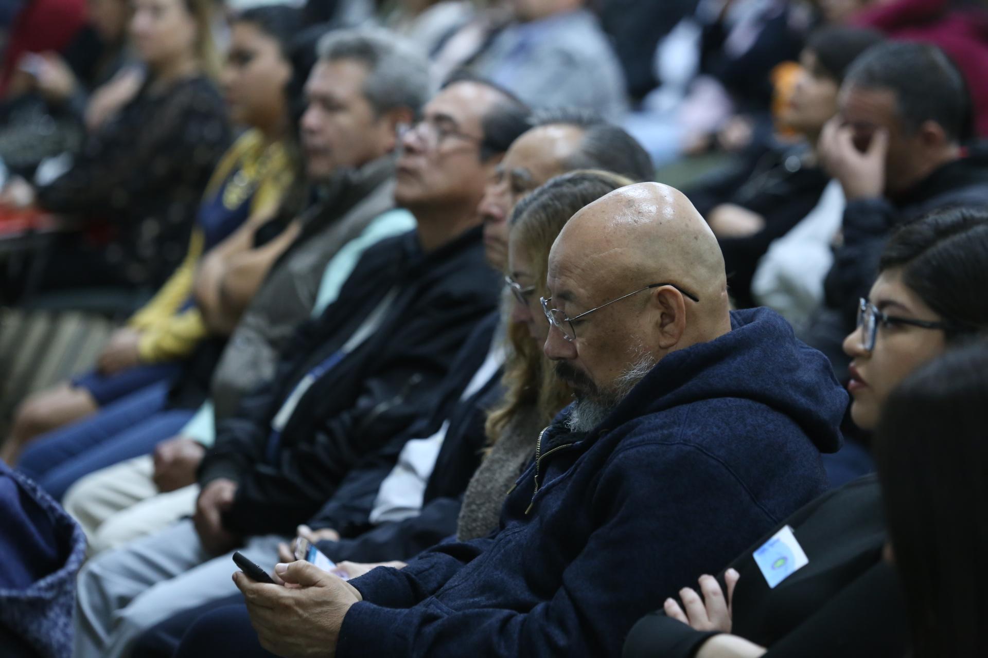 Publico asistente al informe de actividades del doctor Carlos Beas Zárate