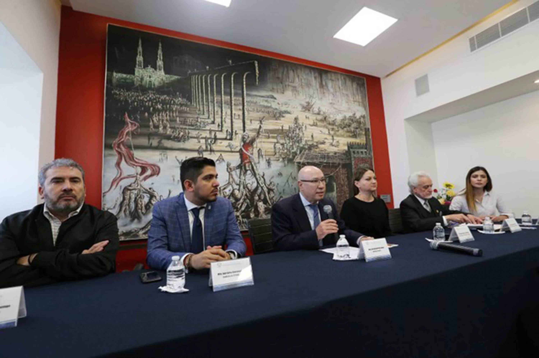 Secretario General de esta Casa de Estudio, maestro José Alfredo Peña Ramos, durante el registro del doctor Ricardo Villanueva Lomelí