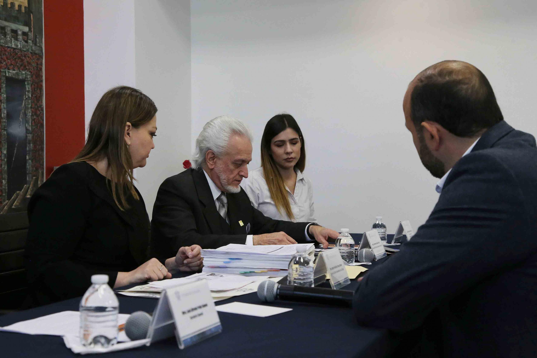 Maestro José Manuel Jurado Parres, haciendo el registro del doctor Ricardo Villanueva Lomelí