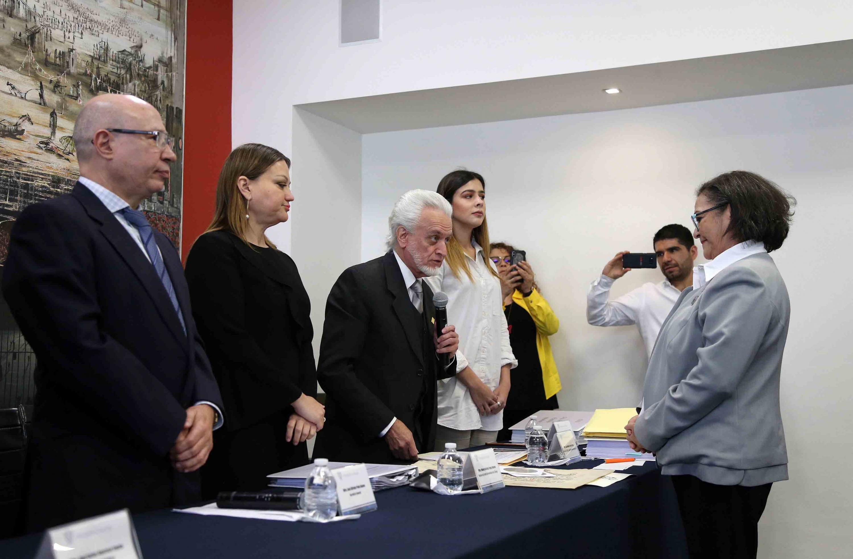 Maestro José Manuel Jurado Parres, realizando el registro de la doctora Ruth Padilla Muñoz