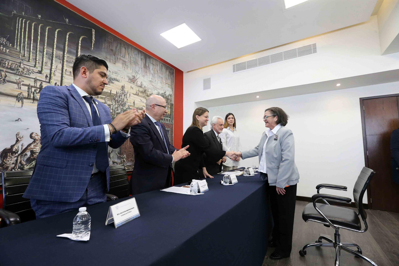 Rectora del Centro Universitario de Ciencias Exactas e Ingenierías (CUCEI), doctora Ruth Padilla Muñoz, durante su registro a la candidatura a Rector general de la Universidad de Guadalajara para el periodo de 2019 a 2025.