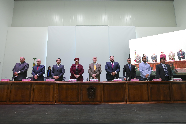Fotografía oficial con los integrantes de la mesa de presidium del Informe de Actividades de CUNORTE 2018