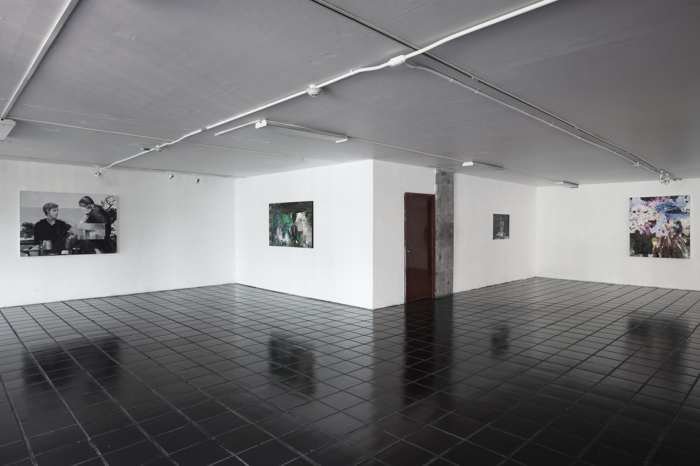 Muestra de obras de Juan Manuel Salas Valdivia, expuestas en galería.