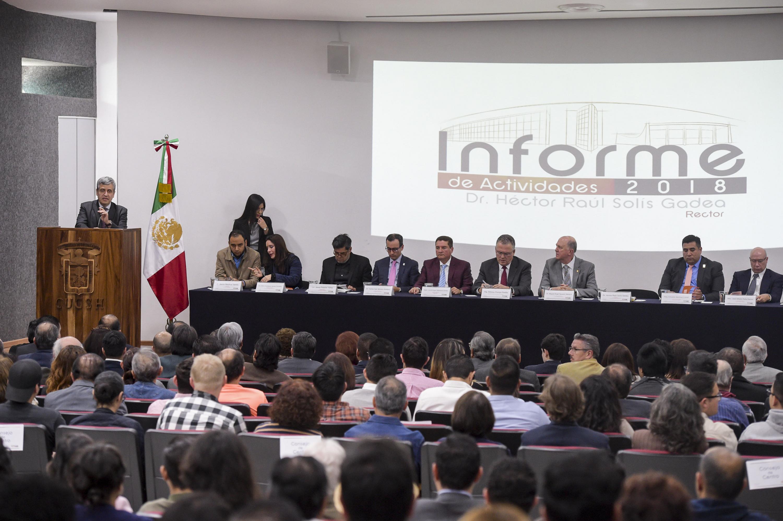 Doctor Héctor Raúl Solís Gadea, Rector del CUCSH; rindiendo su sexto informe de actividades.