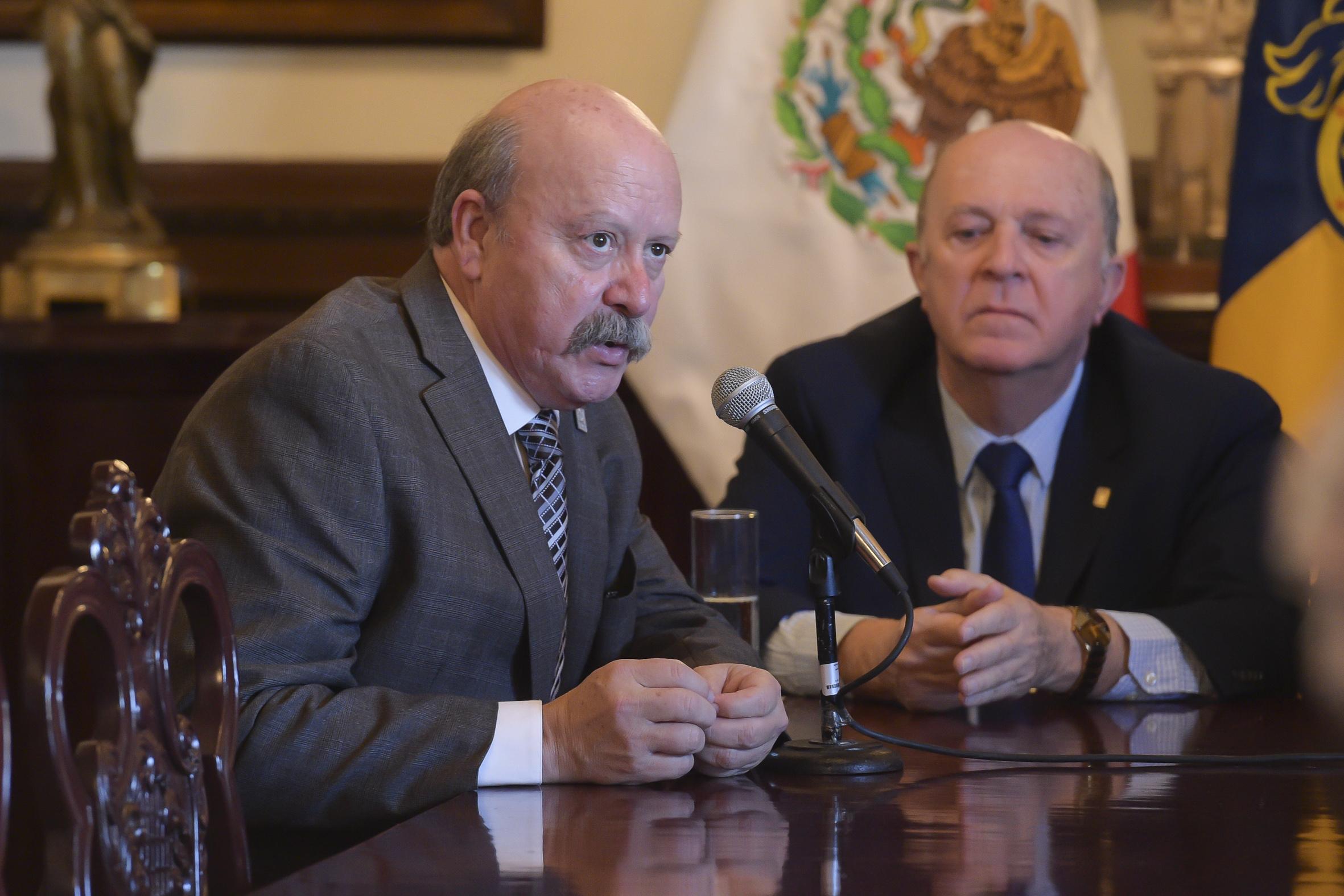 El Mtro. Javier Espinoza de los Monteros Cárdenas es director del SEMS