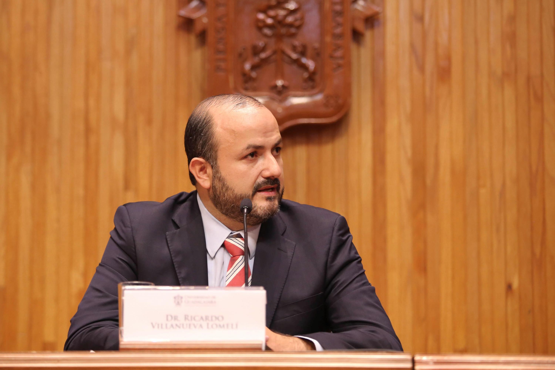 Rector General electo de la Universidad de Guadalajara para el periodo 2019 - 2025, doctor Ricardo Villanueva Lomelí, haciendo uso de la voz en presídium