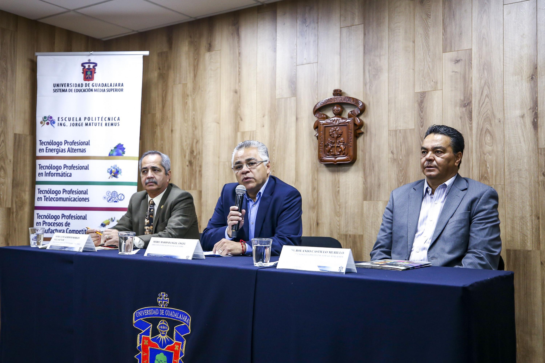 Director de Educación Técnica del SEMS, maestro Mario Rangel Ángel, haciendo uso de la palabra durante rueda de prensa