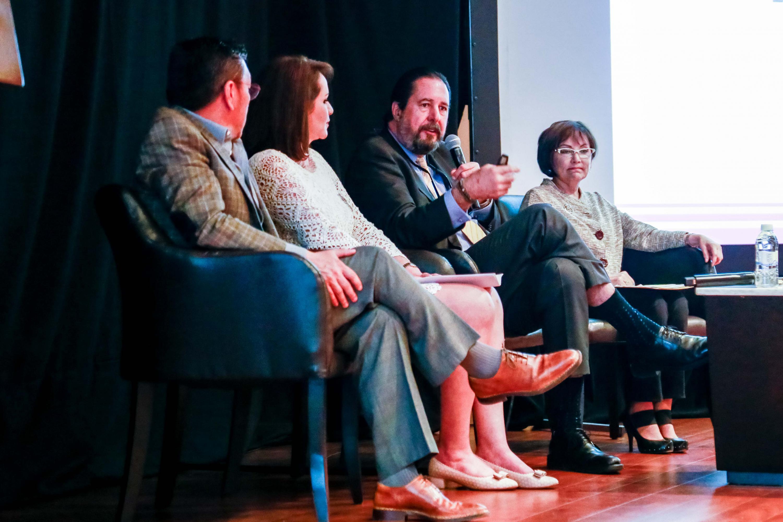 Licenciado David Pérez Rulfo, director general de Corporativa de Fundaciones A.C, hablando frente al micrófono