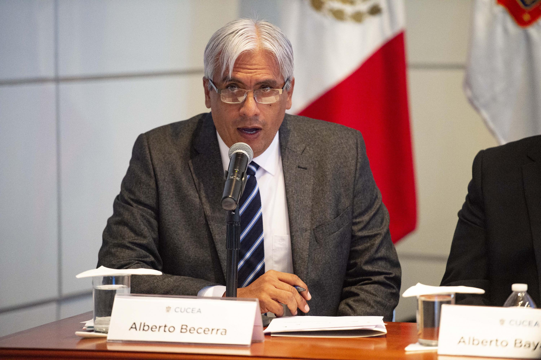 José Alberto Becerra Santiago, haciendo uso de la palabra durante el coloquio