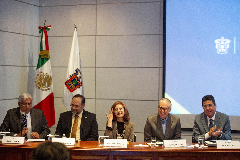 """Panelistas participando en el Quinto Coloquio de Invierno de la Red de Políticas Públicas, que tiene como tema central la """"Refundación de Jalisco""""."""