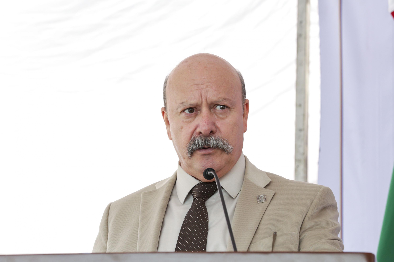 Director General del Sistema de Educación Media Superior (SEMS), maestro Javier Espinoza de los Monteros Cárdenas, hablando ferente al microfono durante la inauguración de la preparatoria 22