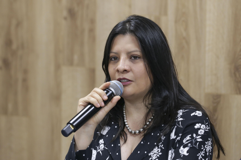 Licenciada Delia Pérez Guerrero, Secretaria Académica del Colegio Estatal de Psicólogos en Intervención en Jalisco, AC, haciendo uso de la palabra.