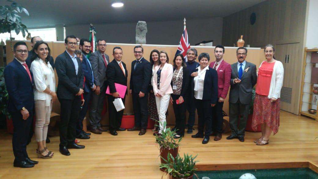 Foto grupal con academicos universitarios y australianos
