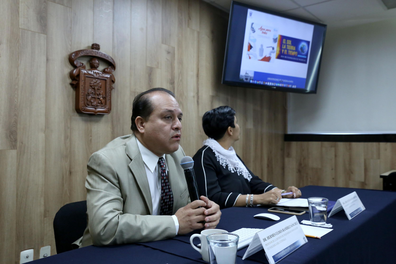 Profesor de la División de Ingenierías e Innovación Tecnológica, del Centro Universitario de Tonalá (CUTonalá), doctor Hermes Ulises Ramírez Sánchez, haciendo uso de la palabra durante rueda de prensa