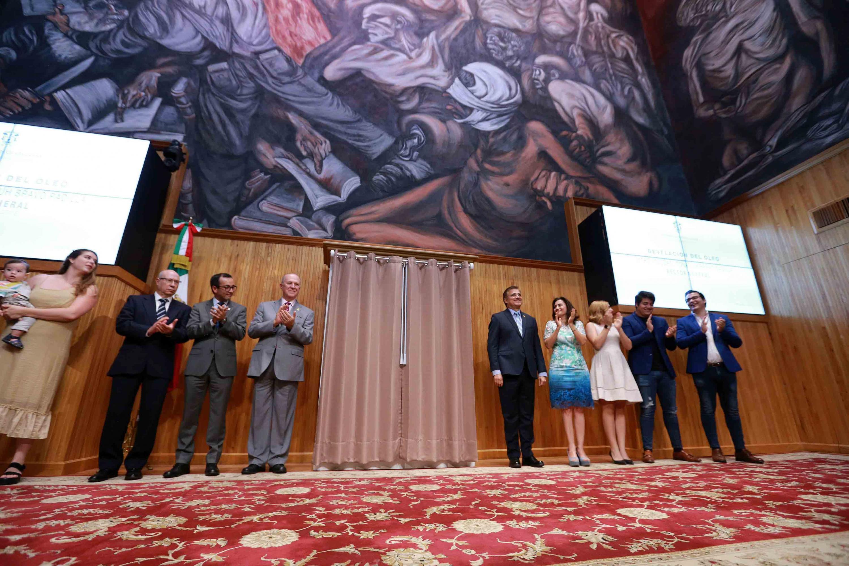 Autoridades de la Universidad de Guadalajara, amigos y familiares del maestro Itzcóatl Tonatiuh Bravo Padilla, asistentes a la ceremonia.
