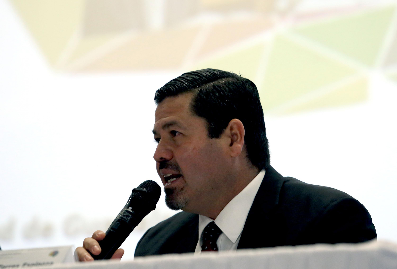 Director del Sistema Universitario de Radio, Televisión y Cinematográfica de la Universidad de Guadalajara, Maestro Gabriel Torres Espinoza, en uso de la palabra