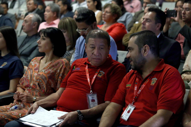 """Público asistente al panel """"calidad educativa en la educación media superior"""", en las instalaciones de la preparatoria 9 de la UdeG"""