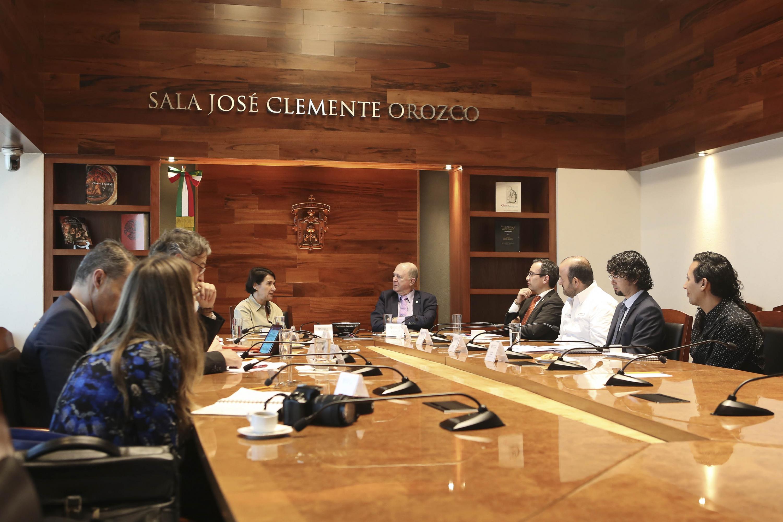 Autoridades representantes de la Universidad de Guadalajara y Embajadora de Francia en México, participando en reunión