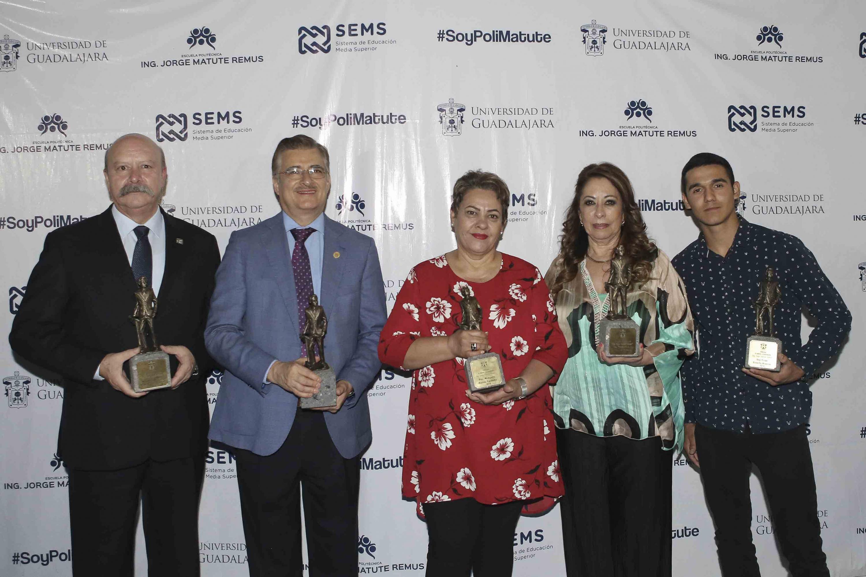 Representantes de la Universidad de Guadalajara, galardonados con la Presea al Mérito Universitario
