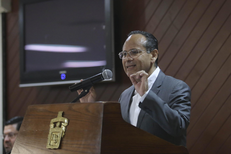 Director del Hospital Civil de Guadalajara, doctor Héctor Raúl Pérez Gómez, participando en la ceremonia