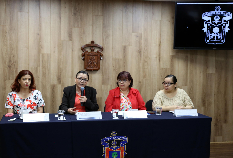 Miembros del presídium, participando en rueda de prensa