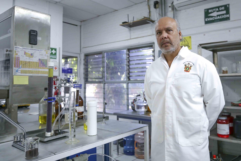 Investigador del Centro Universitario de Ciencias Exactas e Ingenierías (CUCEI), doctor Marco García Guadarrama