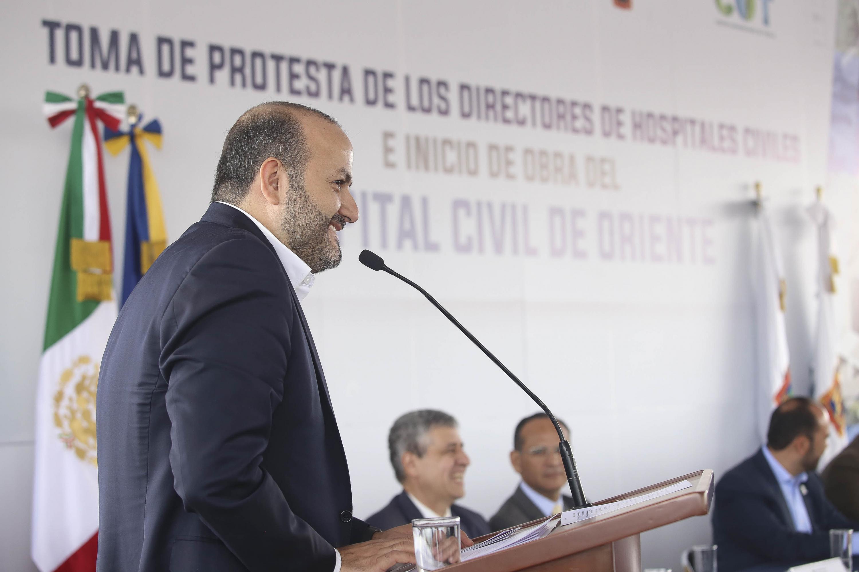 Rector General de la Universidad de Guadalajara, doctor Ricardo Villanueva Lomelí, participando en la ceremonia