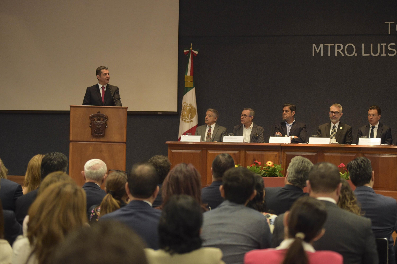 Rector del Centro Universitario de Ciencias Económico Administrativas (CUCEA), maestro Luis Gustavo Padilla Montes, en uso de la palabra