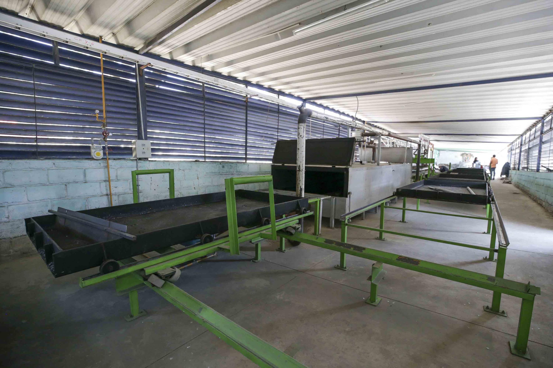 Maquinaria empleada para la elaboración del novedoso material, hecho de plástico reciclado