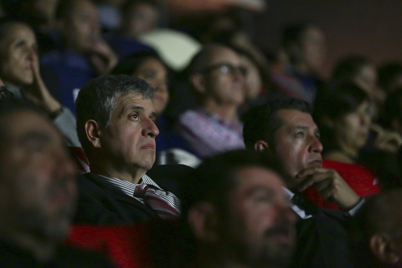 Doctor Héctor Raúl Solís Gadea, Vicerrector Ejecutivo de la Universidad de Guadalajara, prestando atención a la presentación