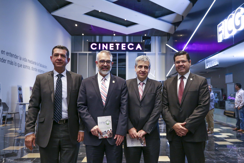 Autoridades de la Universidad de Guadalajara y del Canal 44, asistentes a la presentación de la nueva programación