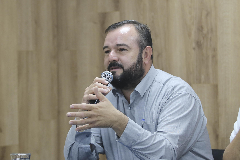 Investigador del Departamento de Producción Forestal del CUCBA, maestro Gerardo Alberto González Cuevas, haciendo uso de la voz