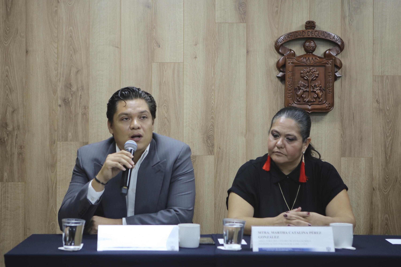 Profesor de la Licenciatura en Psicología del Centro Universitario de Ciencias de la Salud (CUCS), Víctor Oswaldo Orozco Estrada, en uso de la palabra