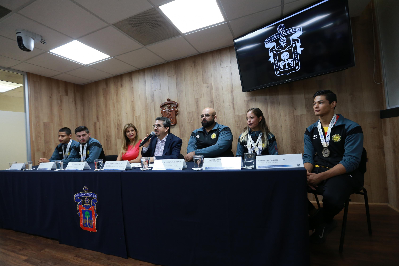 Autoridades universitarias, impartiendo rueda de prensa sobre el balance de la participación de la Universidad de Guadalajara, durante la Universiada Nacional 2019
