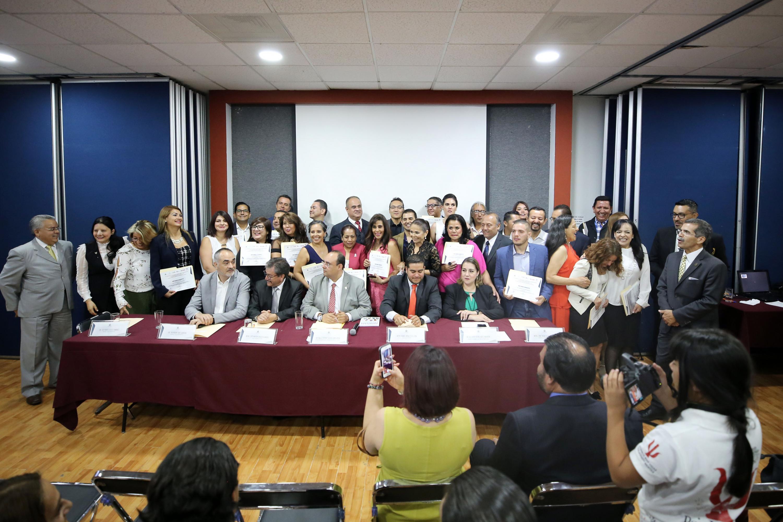 Profesionales de la Universidad de Guadalajara, en el área de Psicología, galardonados por el Colegio Estatal de Psicología en Intervención en Jalisco, debido a su trayectoria, ética y profesionalismo