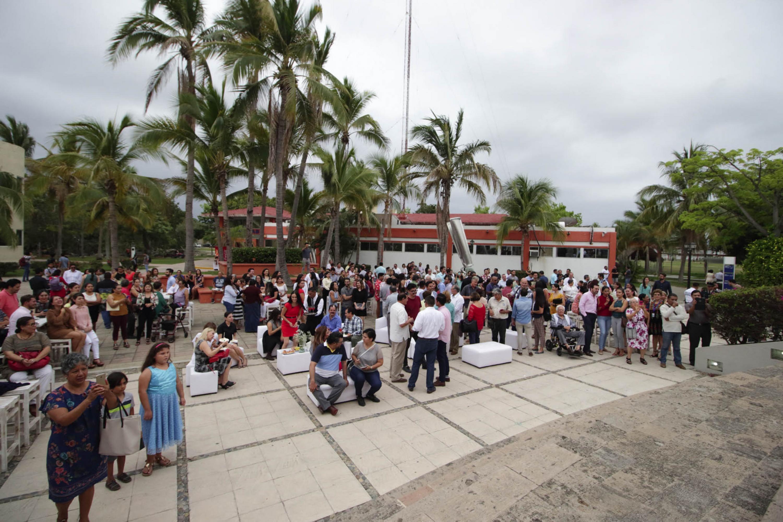 Integrantes de la región, asistentes a la ceremonia de conmemoración del Centro Universitario de la Costa (CUCosta), con sede en Puerto Vallarta