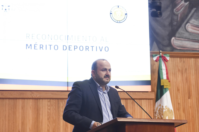 El Rector General de la Universidad de Guadalajara (UdeG), doctor Ricardo Villanueva Lomelí en uso de la palabra