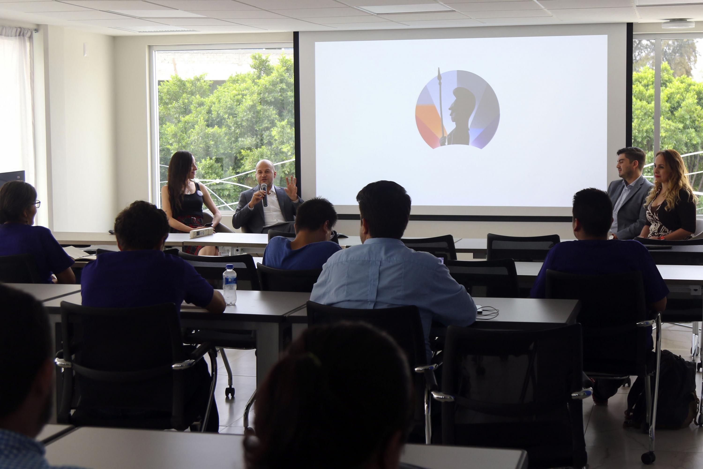 Autoridades universitarias en la inauguración el reto Queernovation Challenge 2019 en CUCEA