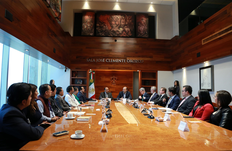 Autoridades universitarias y de la Comisión Estatal de Derechos Humanos Jalisco (CEDHJ), en firma de convenio