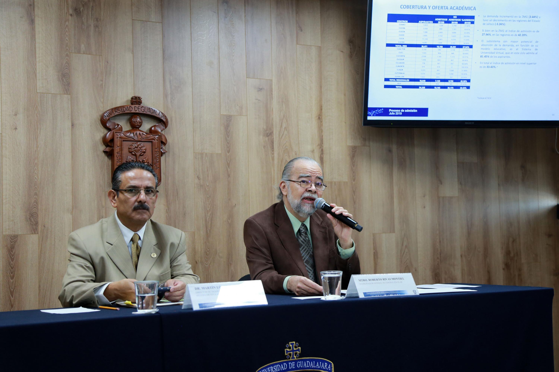 El Coordinador General de Control Escolar, maestro Roberto Rivas Montiel, el Director de Trámites y Control Escolar del SEMS, doctor Martín López García