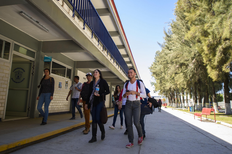 Alumnos de la Universidad de Guadalajara (UdeG)
