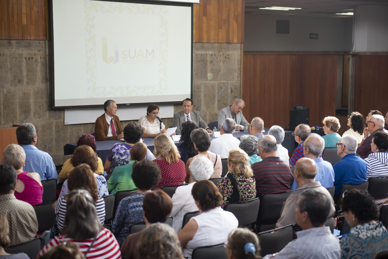 "Conferencia ""La historia de la Universidad de Guadalajara en el siglo XIX"", por parte de la doctora Angélica Peregrina Vázquez"