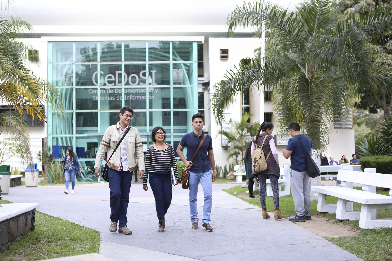 Estudiantes del Centro Universitario de Ciencias de la Salud (CUCS)