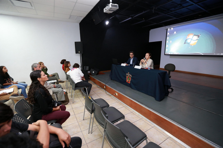 Serie de conferencias de la mano de la poeta y Directora de la Biblioteca Iberoamericana Octavio Paz (BIOP), maestra Carmen Villoro Ruiz