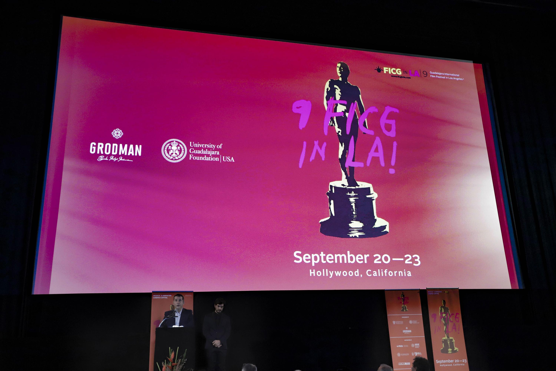 Vicepresidente Ejecutivo de la Fundación Universidad de Guadalajara en EUA. Gustavo Padilla Montes en la ceremonia de clausura