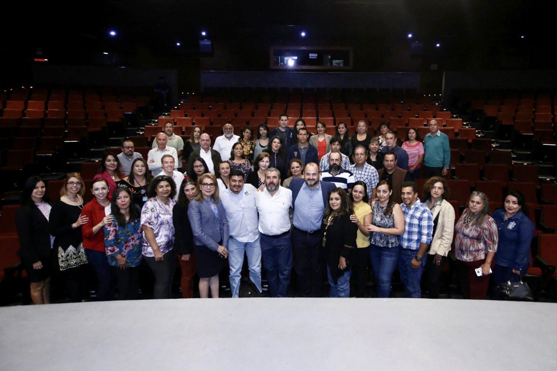 El Rector General de esta Casa de la UdeG, doctor Ricardo Villanueva Lomelí, se reunió con personas beneficiadas con el Programa de Promoción del Personal Administrativo, en un acto realizado este 9 de octubre en la Sala Cineforo de la Cineteca FICG